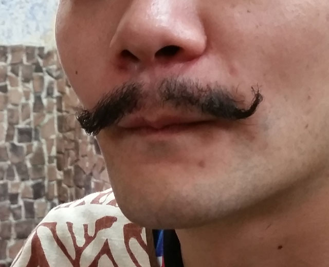 コールマン髭も髭パーマでお手入れ不要